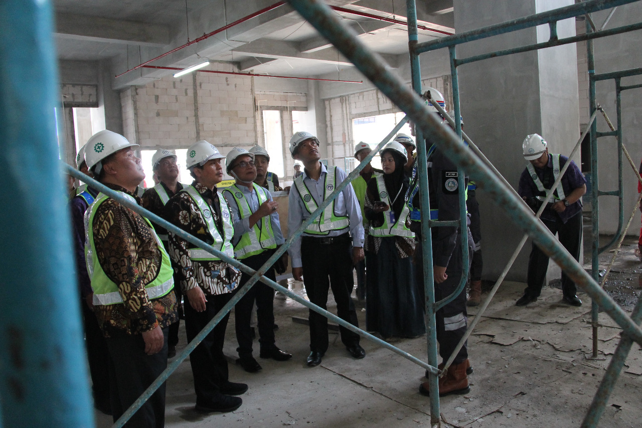 Photo of Dirjen SDID Kemenristekdikti Tinjau Proyek Twin Tower PIU-IsDB UM