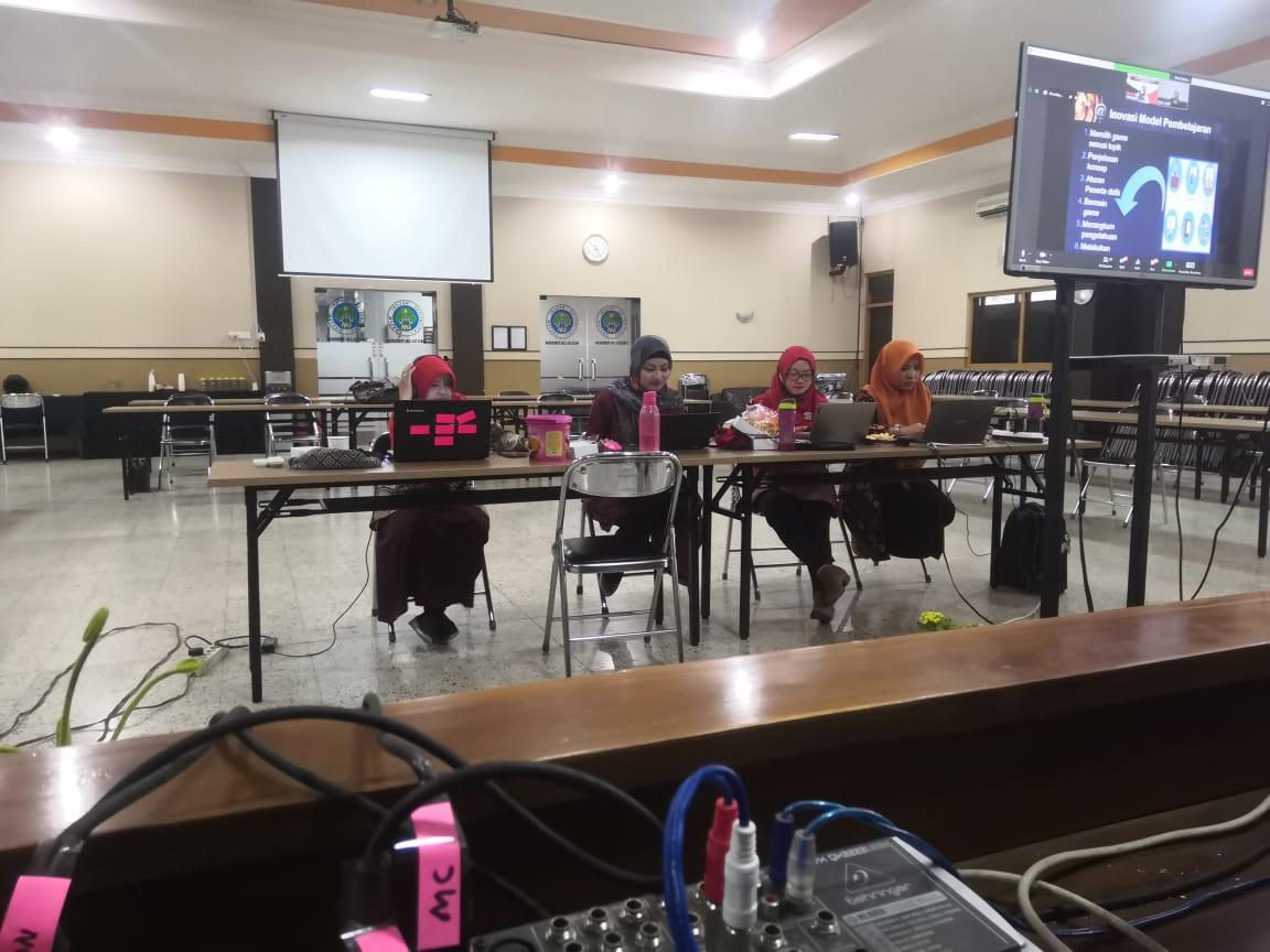 Photo of Dukungan Jurusan KSDP FIP UM Bagi Orang Tua dan Guru Dalam Masa Pandemi