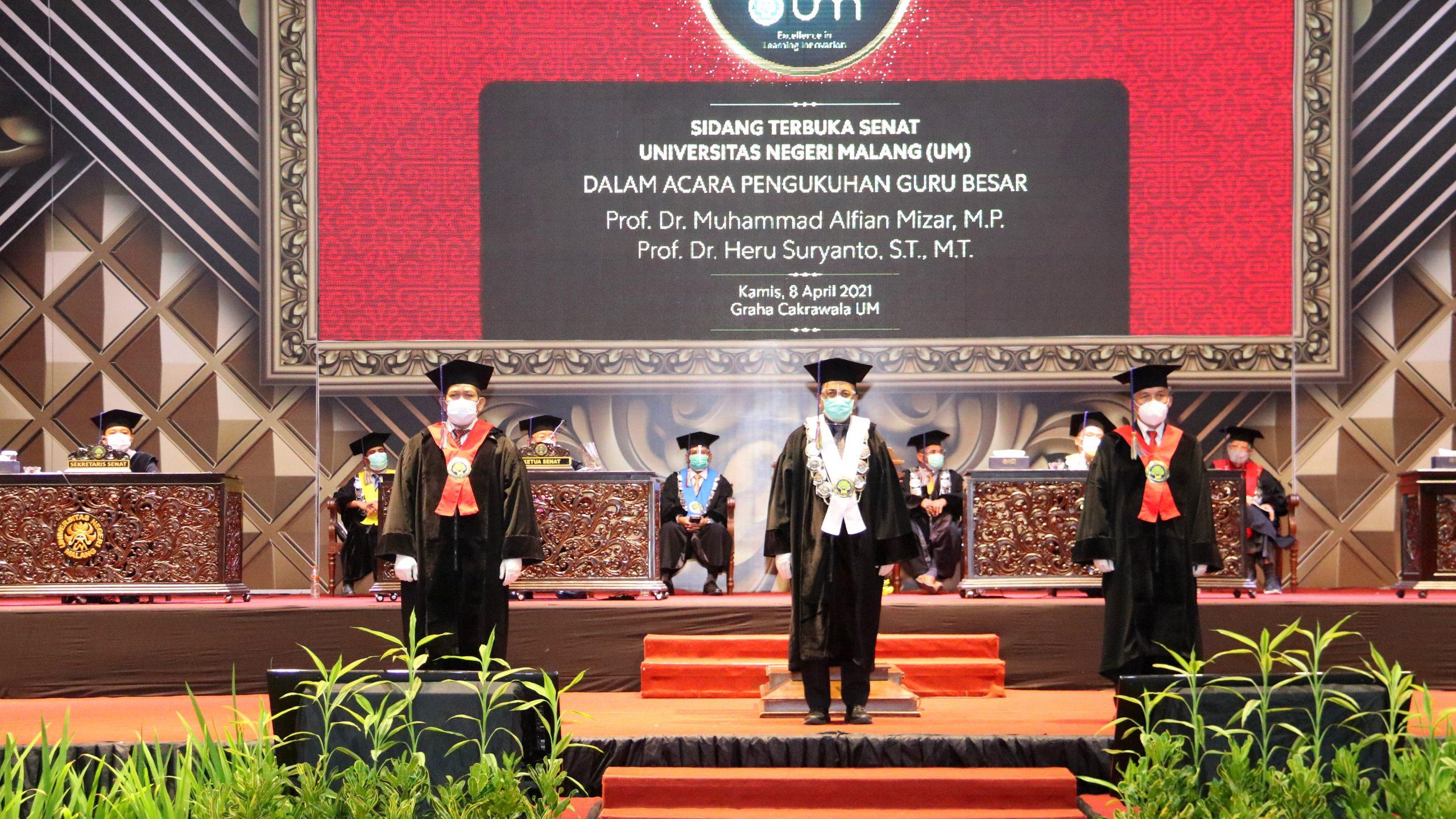 Photo of Dokumentasi Pengukuhan Guru Besar Fakultas Teknik UM, Prof. Dr. Muhammad Alfian Mizar, M.P. dan Prof. Dr. Heru Suryanto, S.T., M.T.