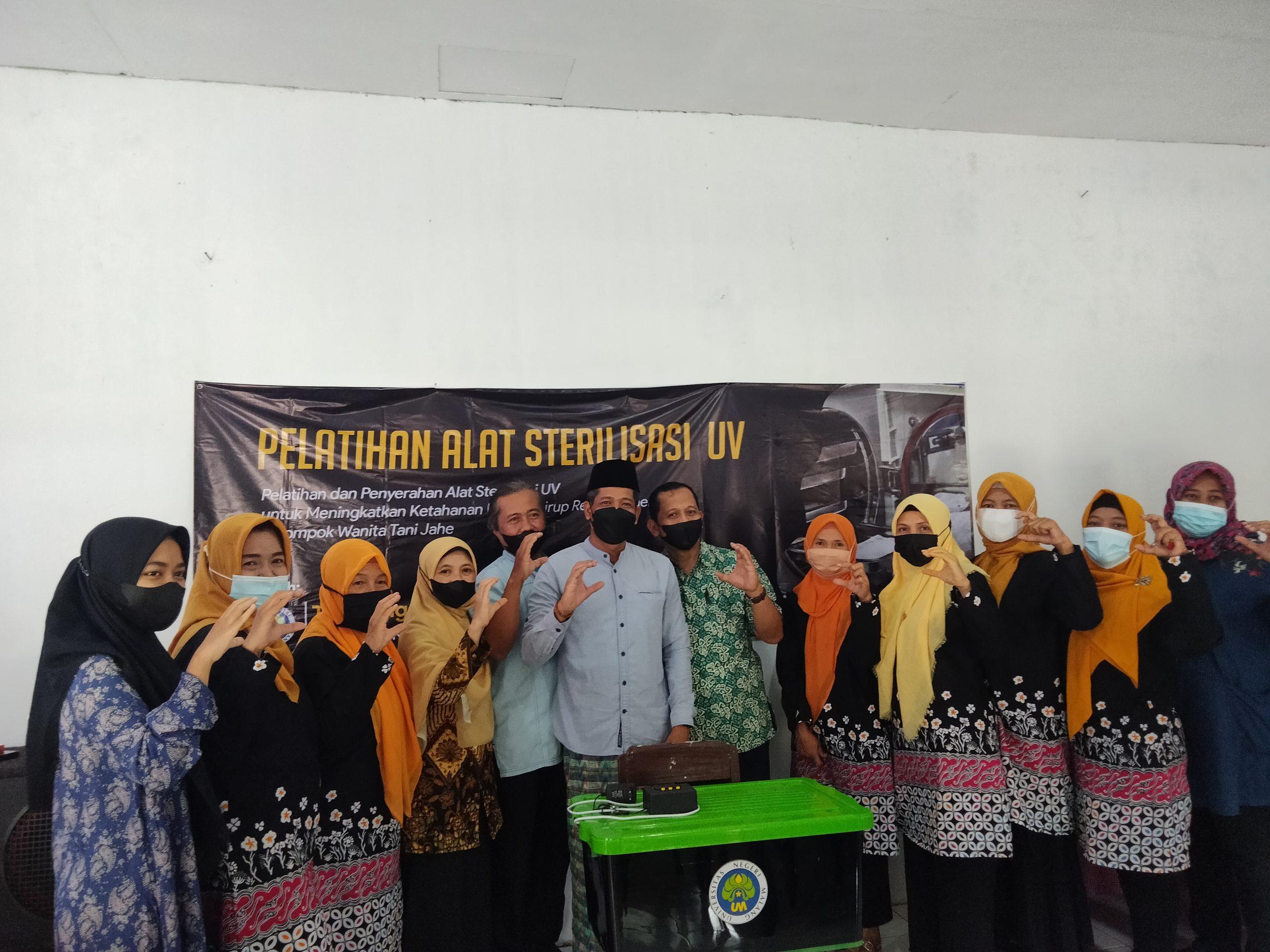 Photo of Tim Pengabdian FMIPA UM Hadiahkan Alat Sterilisasi UV di Kampung Bejo Arjowinangun Malang